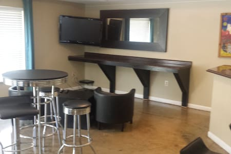 Guest Suite 2 blocks from MARTA - Apartment