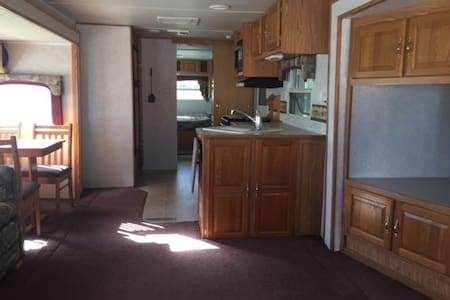 River Front 35' Trailer, One Bedroom - Wóz Kempingowy/RV