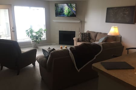 Chic, safe, clean next to downtown! - Bethel Park - Lakás