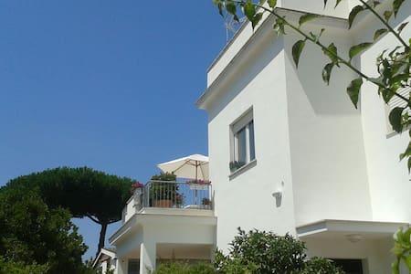 La Musa; Casa per le Vacanze a 400 metri dal mare - Anzio