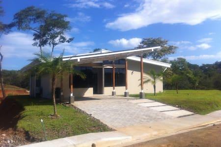House  at  900 meter from the beach - Santa Cruz
