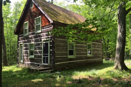 Fish Creek, WI: Sweet log cabin & meditation paths - Blockhütte