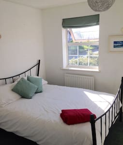 Bright double room in Dartford - Dartford - House