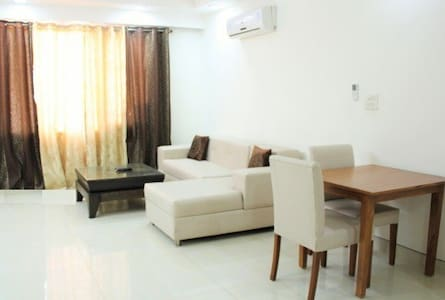 Elegant 1 Bed Apt @ Defence Colony - Neu-Delhi - Wohnung