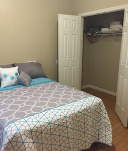 Simple Bedroom w/ Private Bathroom - Lexington - House