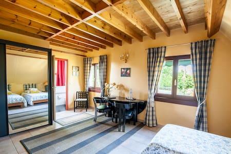 Chambres d'Hôtes de charme  chambre <figeac 2 pers - Guesthouse