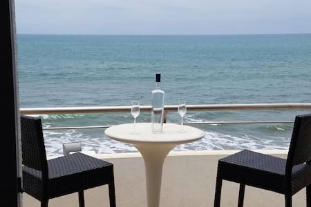 Gorgeous beach front 2 bedroom apartment - Manta - Wohnung