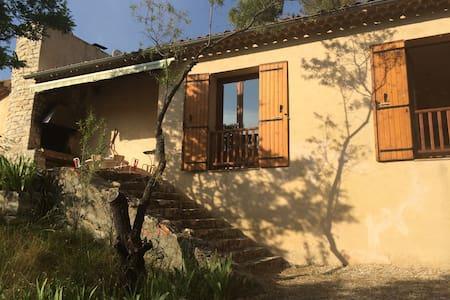 Maison dans la pinède près d'Aix-en-Provence - Hus