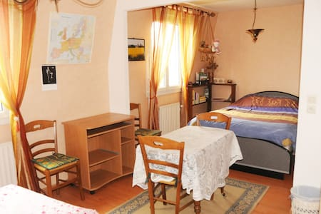 Vaste chambre dans appartement confortable - Chambly