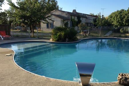 Gîte au calme face à la piscine - Marans - Apartment