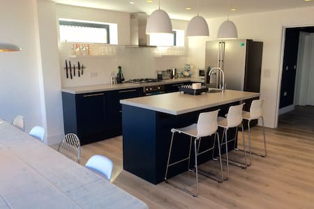 Luxury family Witterings beach house with hot tub - East Wittering - Casa