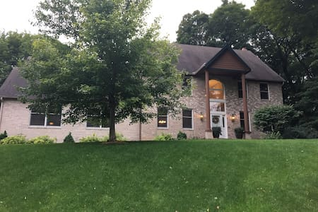 5000 sq. ft. home less than 15 min from Ryder Cup! - Chanhassen - House