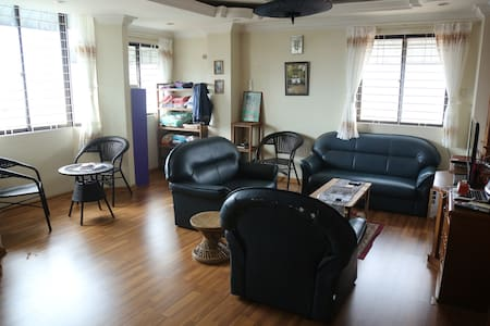 Private Room in Downtown Expat Flat - Yangon - Apartment