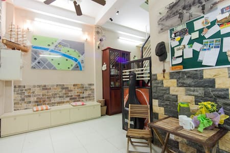 homestay at central park & bus stop - House