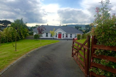 Spacious Countryside Getaway - Gorey - House