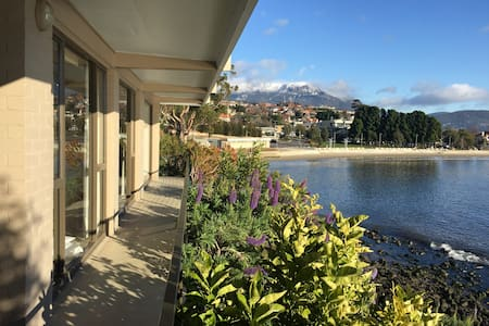 Stunning waterfront apartment - Sandy Bay - Apartment