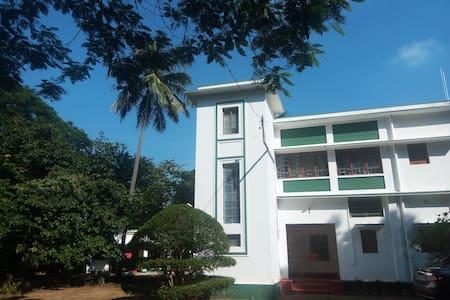 Garden house, Purbapalli, Bolpur - Hus