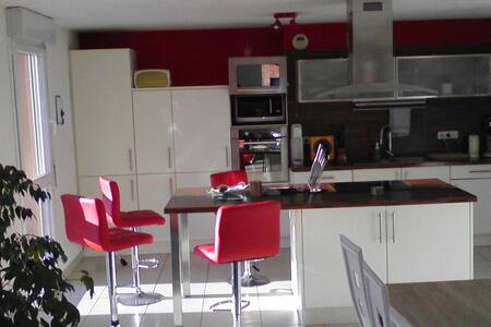 Chambre dans appartement récent - Doubs - Bed & Breakfast