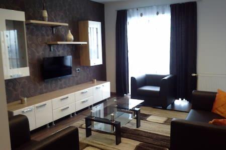 Modern, cozy apartment near the center - Huoneisto