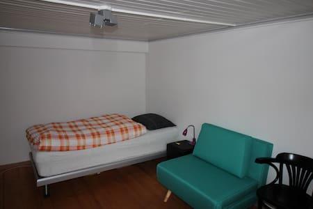 Zimmer ruhig und doch zentral - Rumah