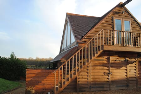 Stylish Barn Studio Room in Cobham - Cobham - Bed & Breakfast