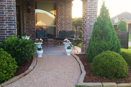 Spacious 4/3 Home by Golf, Lake, DFW in Quiet Area - Mansfield - Haus
