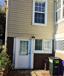 Vibrant 1BD Basement Apartment Close to UMD and DC - East Riverdale - Wohnung