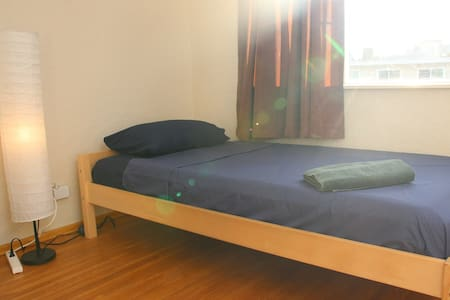 1 bedroom, perfectly located by the skytrain (3) - Burnaby - Wohnung