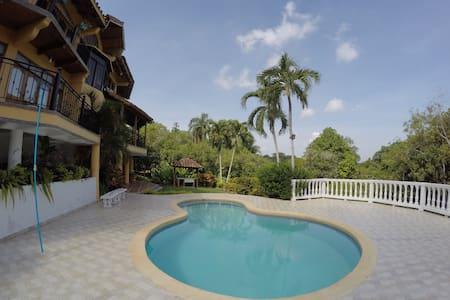 Casa de campo con piscina - Ház