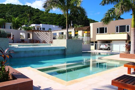 "Modern Mobay Studio (with that ""cool"" factor). - Montego Bay (Spring Garden)"