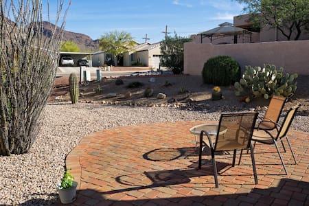 Mountain Vista Desert Retreat - House