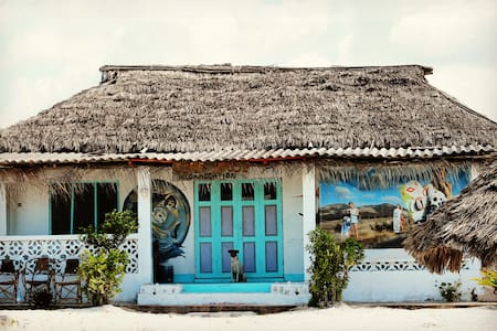 Surf House on the beach! Bungalow Deluxe. - Appartement
