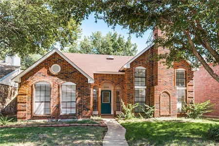 Private Guest & Bath Great Location in West Plano - Hus