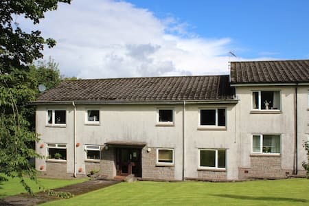 Mearns Kirk Apartments (sleeps 2 ) Free Parking - Newton Mearns - Apartamento