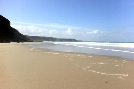 Double room  in Cliff Top House, walk to beach - Casa