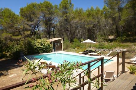 Studio avec piscine dans la pinède - Venelles - Appartamento