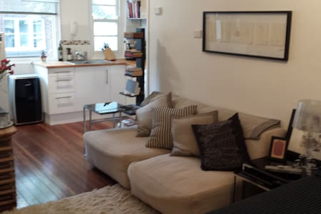 Chic, Charming, light filled studio - Apartmen
