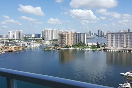 BEAUTIFUL BEDROOM  EXCELLENTE VIEW  - Sunny Isles Beach - Apartment