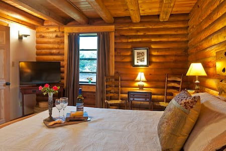 Cozy Log Cabin on Lookout Mountain - Cabane