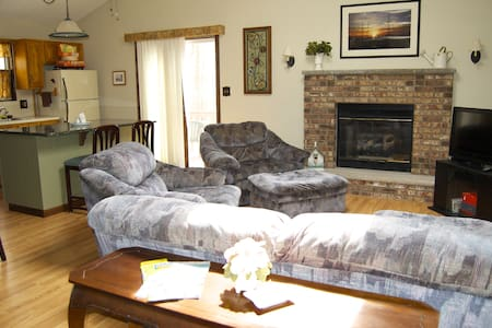 Couples Cozy Retreat With King Size Bed! - Lehman township