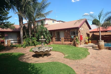 Razel Lodge Guest House - Guesthouse
