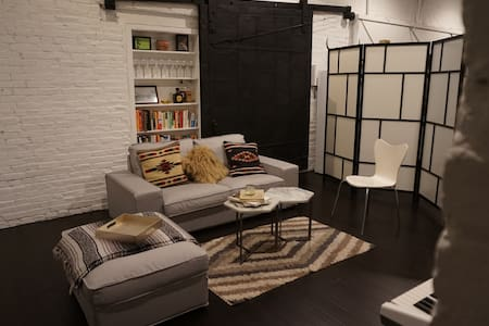 Converted Industrial Carriage House - Philadelphia - House