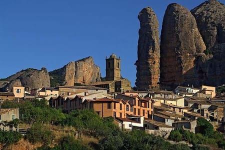 Casa en Agüero, Huesca. - Pis