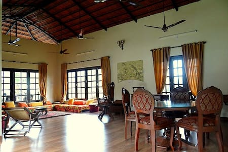 Secluded Homestay in the hills close to mumbai - Bhalgul - Bungalow