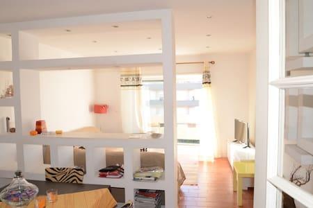 Apartamento moderno a 100m da Praia - Pis
