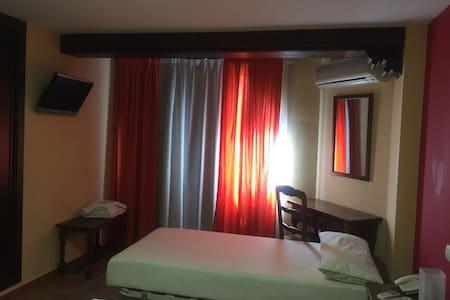 hostal restaurante - Villaluenga de la Sagra - Condominium