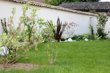 De la Chambre au Jardin  - Chambres d'hôtes - - Belleville