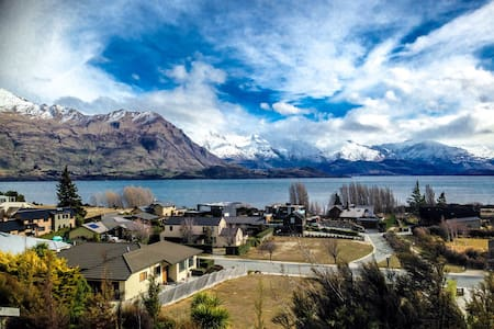 Comfortable & Modern By The Lake - Queen Ensuite - Wanaka - House