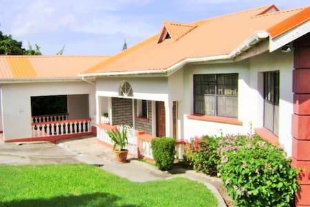 Villa - secure, affordable, cool - Villa