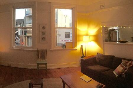 Private Room in light filled inner city pad - Chippendale - Apartment